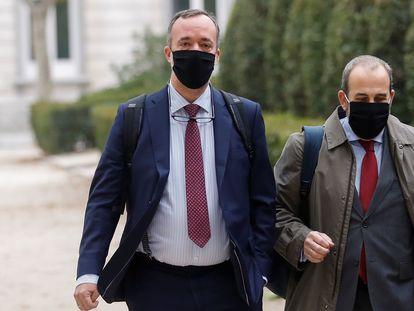 A la izquierda, el exsecretario de Estado de Seguridad, Francisco Martínez, a la llegada a la Audiencia Nacional el pasado 2020.