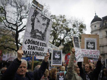 Los carteles con el rostro del joven Maldonado se multiplicaron en la plaza de Mayo.