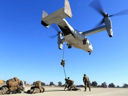 Marines americanos durante unos ejercjicien en  la Base Aérea de Morón, España, 6 de diciembre de 2013.