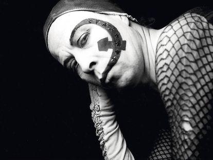 Lemebel, en una foto de 1986, el periodo de su manifiesto 'Hablo por mi diferencia'.
