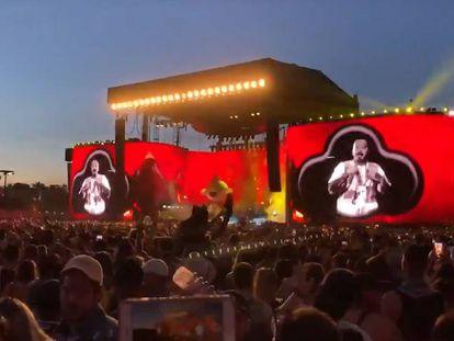 J Balvin cantando 'La gasolina' este sábado en Coachella (California, Estados Unidos).