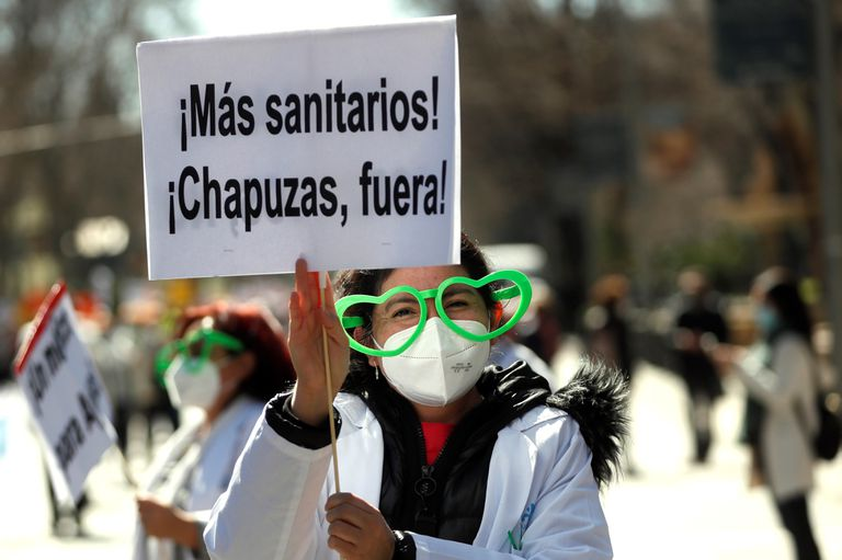 A woman demonstrates in defense of public health during a march last Sunday in Madrid.