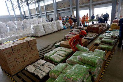 La ayuda humanitaria para Venezuela se almacena en una bodega del puente internacional de Tienditas, cerca de Cúcuta.
