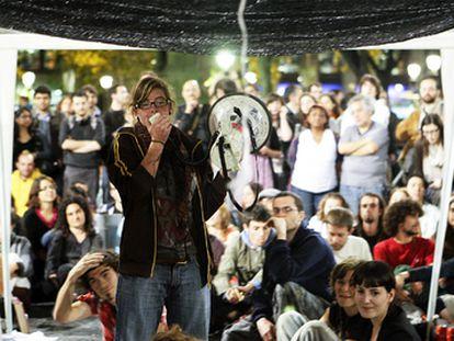 Una de las asamblea de los acampados en la plaza de Catalunya de Barcelona, en mayo de 2011.