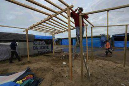 Muchos habitantes de la Jungla están empezando a instalarse en casas de madera.