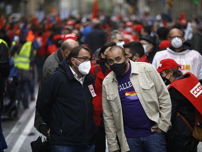 Los secretarios generales de UGT y CC OO en Cataluña, Camil Ros y Javier Pacheco, en la manifestación del 1 de mayo.