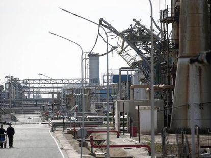 Estado de la planta de Iqoxe en Tarragona, después de la explosión.