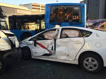 Vehículos siniestrados en el accidente ocurrido en la plaza de Castilla.