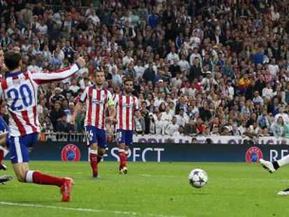 Chicharito marca el gol decisivo para el Madrid.