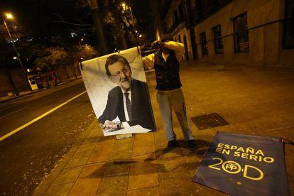 Unos carteles de campaña del PP, en Madrid.
