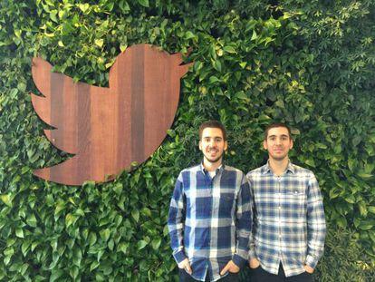 Los hermanos Nacho (izquierda) y Javi Soto en la sede de Twitter.