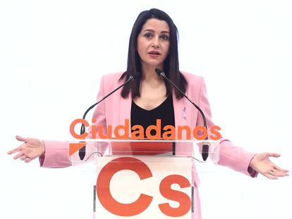 La presidenta de Ciudadanos, Inés Arrimadas, tras la reunión del comité permanente de Ciudadanos este lunes en Madrid.