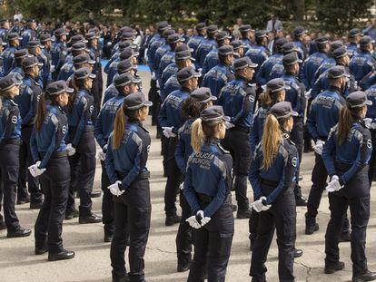 Desfile de la Policía Municipal el año pasado en el paseo de coches del Retiro.