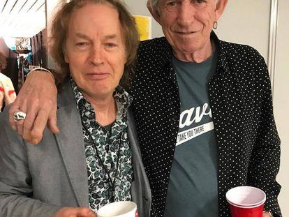 """Esta es la imagen que ha publicado Keith Richards en su Instagram, con el mensaje: """"Maravillosa sorpresa ver a Angus en Düsseldorf""""."""
