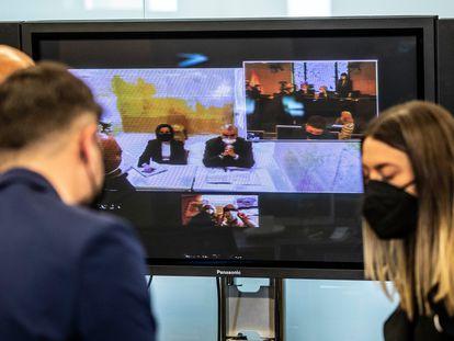 Varios diputados de la comisión Kitchen, durante la sesión del pasado 17 de marzo en la que compareció por videoconferencia el extesorero del PP Luis Bárcenas.