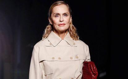 La actriz y modelo Lauren Hutton desfila en la Semana de la moda de Milán el pasado mes de septiembre.