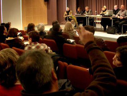Los directores de Secundaria, en la asamblea celebrada en el IES Lluís Vives de Valencia, ayer.