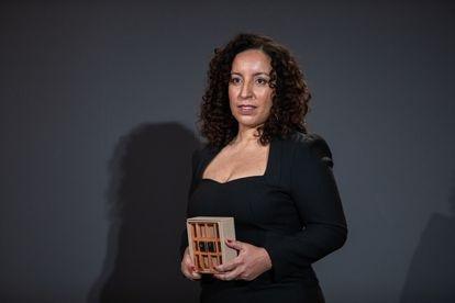 La escritora Najat El Hachmi, ganadora del Premio Nadal, en Barcelona, el 6 de enero de 2021.