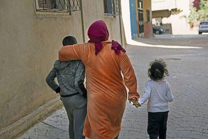 Hadiya con sus hijos.