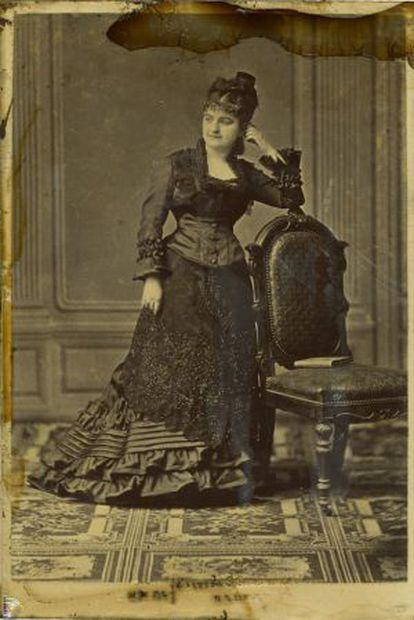 Emilia Pardo Bazán, fotografiada en Madrid por el estudio E. Otero.