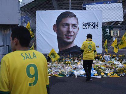 Aficionados del Nantes homenajean a Emiliano Sala el pasado enero.