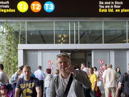 Un grupo de turistas en el aeropuerto de Málaga.