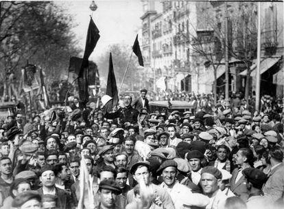 Celebración ciudadana de la proclamación de la Segunda República en Madrid el 14 de abril de 1931.