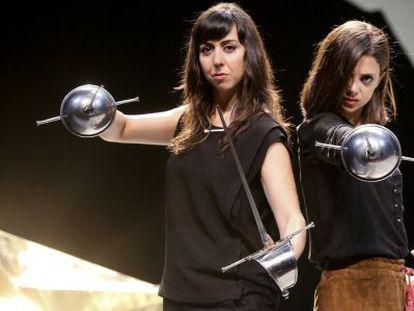 Macarena Gomez (derecha) y Carmen Ruiz en la  'Las dos bandoleras'.