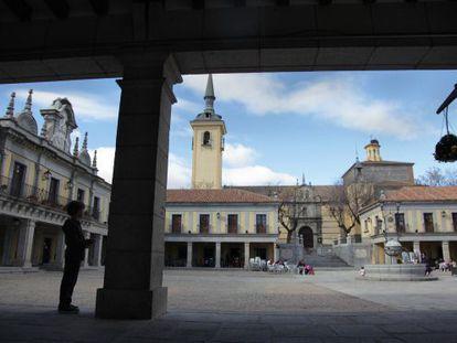 Plaza Mayor de Brunete, con al Ayuntamiento a la izquierda.