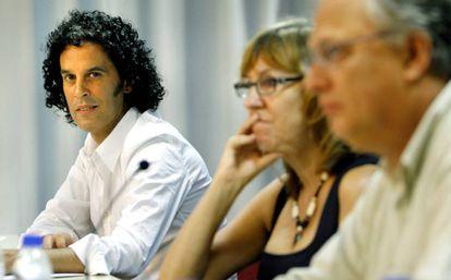 Pedro Zerolo (izquierda) en 2007 junto a Josefa Pellicer y Jordi Guillot Niraved durante unas jornadas sobre el futuro del socialismo.