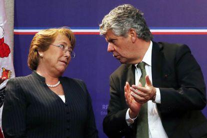 Bachelet y el secretario de Educación, Nicolás Eyzaguirre.