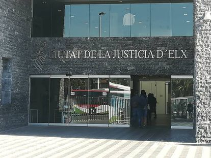 Exterior de la Audiencia Provincial de Alicante, con sede en Elche, donde se celebrará la vista del caso Brugal.
