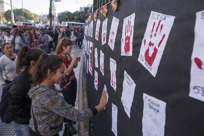 Homenaje a las víctimas por violencia machista.