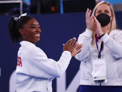 La gimnasta estadounidense Simone Biles, tras retirarse de la final por equipos en los Juegos de Tokio 2020.