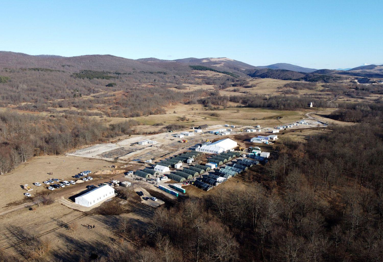 Vista general del campo de Lipa en una imagen tomada por un dron en febrero de 2021.