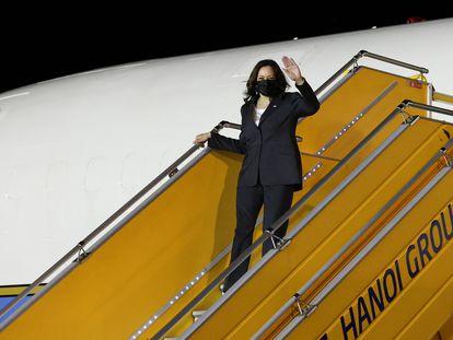 La vicepresidenta de Estados Unidos, Kamala Harris, durante su llegada a la ciudad de Hanoi, Vietnam, el martes.