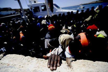 Llegada a Lampedusa de un barco con 200 inmigrantes a bordo procedentes de Libia el sábado.