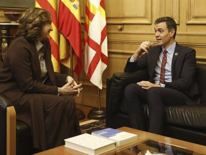 Ada Colau con Pedro Sánchez, el 7 de febrero.