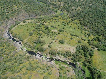 Vista aérea del yacimiento de Villasviejas de Tamuja, en Botija (Cáceres).