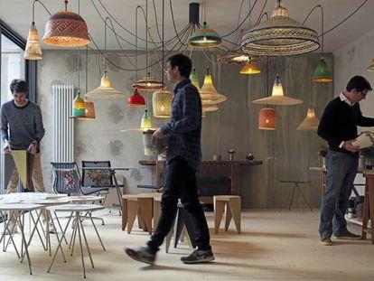 Los tres socios de Pet Lamp, en su nuevo espacio.