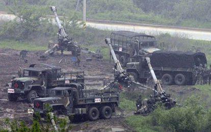 Soldados surcoreanos se movilizan hacia la frontera con Corea del Norte.