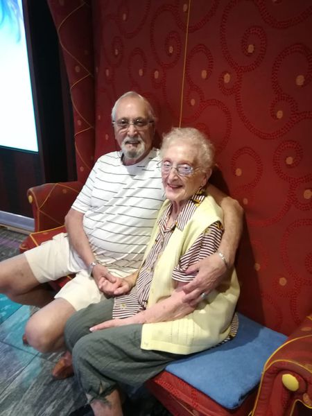 Juan Carlos Louro y su mujer Elena, de 85 y 93 años.