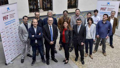 Los investigadores seleccionados para el programa MIT-Spain La Caixa Foundation Seed Fun, junto al director de Investigación de la Fundación La Caixa, Àngel Font.