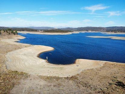 Vista aérea del estado actual del embalse de Aracena, en Huelva.