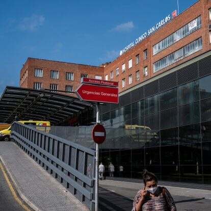 Entrada al hospital Clínico San Carlos.