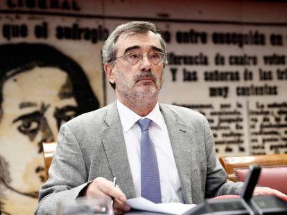 El presidente del Senado Manuel Cruz, durante la constitución de la Comisión Constitucional.