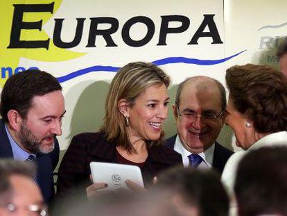 La delegada del Gobierno, Paula Sánchez de León, y la alcaldesa de Valencia, Rita Barberá, en el Forum Europa.