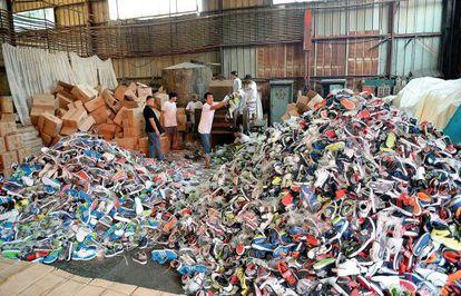 2.500.000 puestos de trabajo destruidos por el mercado negro de falsificaciones en los países del G20, según estimaciones de la Cámara Internacional del Comercio.