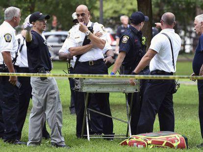 Personal de los servicios de emergencia en el parque de New Haven