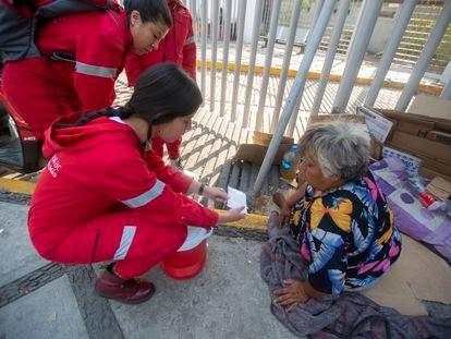 Miembros de la organización civil Caracol A.C, que desde hace más de dos décadas trabaja con población en situación de calle.
